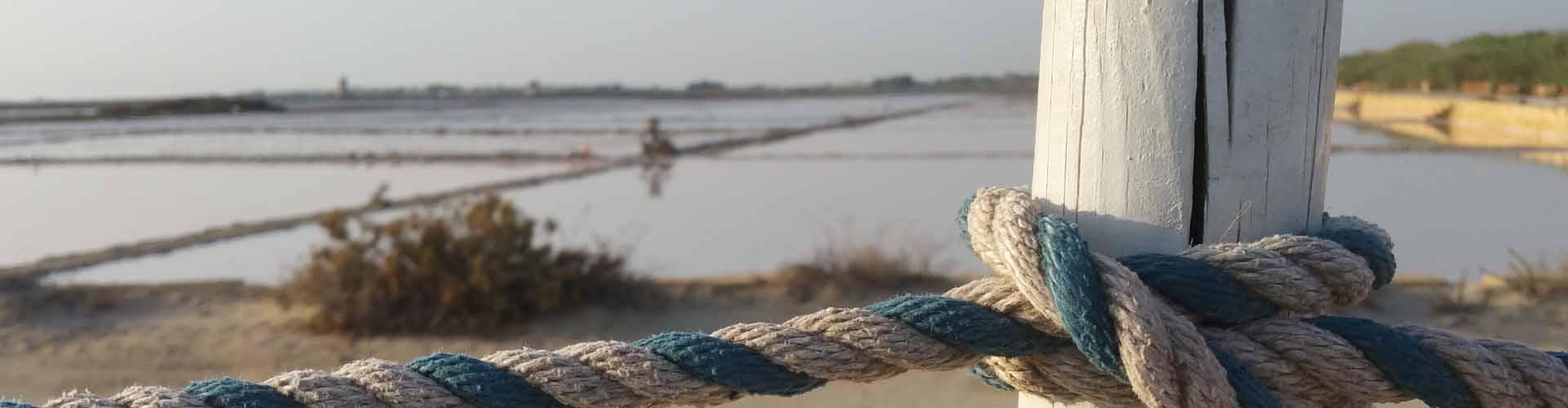 Aspettando colui che non ritorna, visitiamo un mare di solo sale