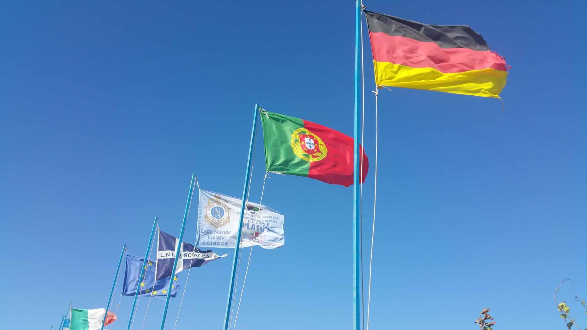Sciacca porto bandiere periplo Sicilia Fontaine Pajot Saba 50 catamarano barca a vela