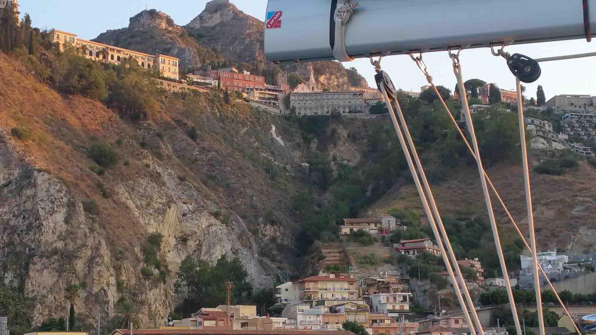 Siracusa Taormina porto periplo Sicilia Fontaine Pajot Saba 50 catamarano barca a vela