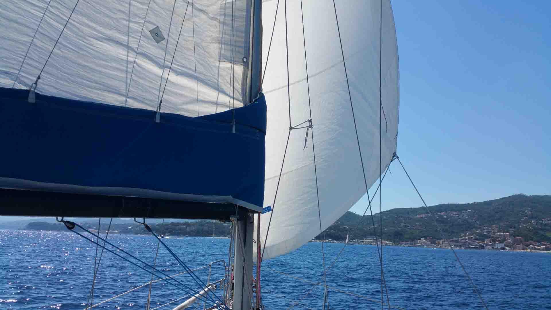 Doccia scampata armo velico Beneteau Oceanis 31.3 rollafiocco Marina Di Varazze esperienze di vela