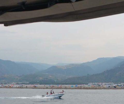 Milazzo Portorosa costa periplo Sicilia Fontaine Pajot Saba 50 catamarano barca a ve