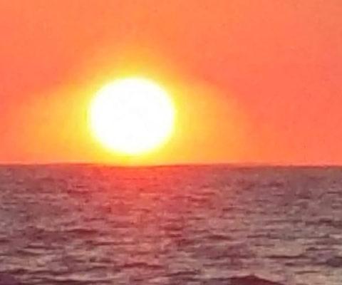 Vulcano Stromboli tramonto navigando per le Eolie Fontaine Pajot Saba 50 catamarano barca a vela