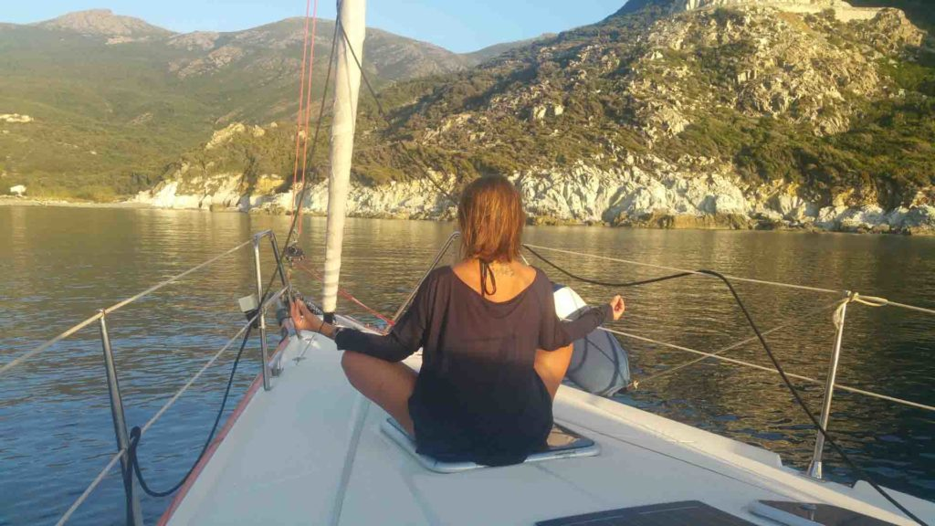 Meditazione in barca uscite in barca a vela esperienze di vela offerte noleggio con skipper + maestro di meditazione