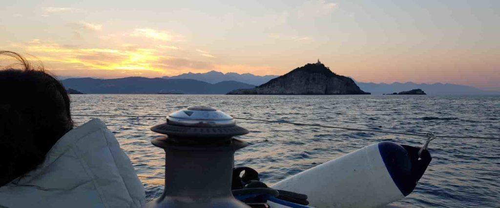 Vacanze in barca a vela tramonto Esperienze Di Vela uscite in barca nei weekend e crociere di una o più settimane